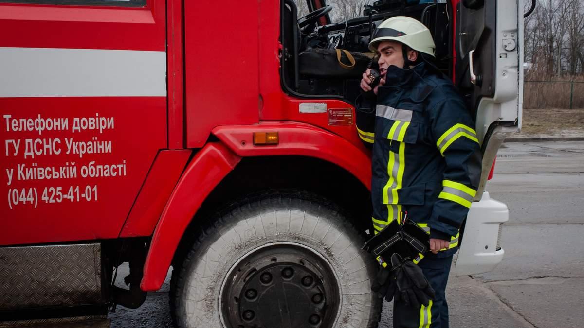 У підвалі на Печерську сталася пожежа: знайшли тіла 2 людей