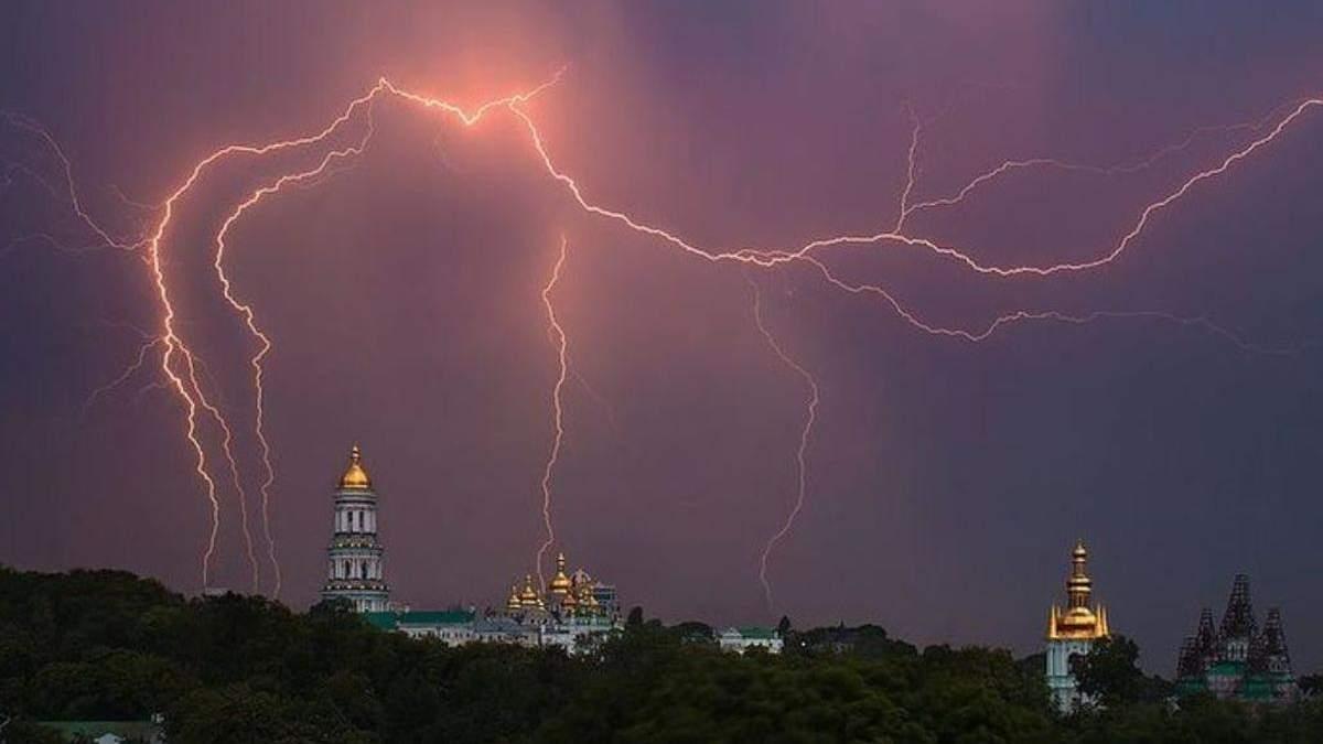 Киевлян предупреждают о грозы и град 30 апреля и 1 мая