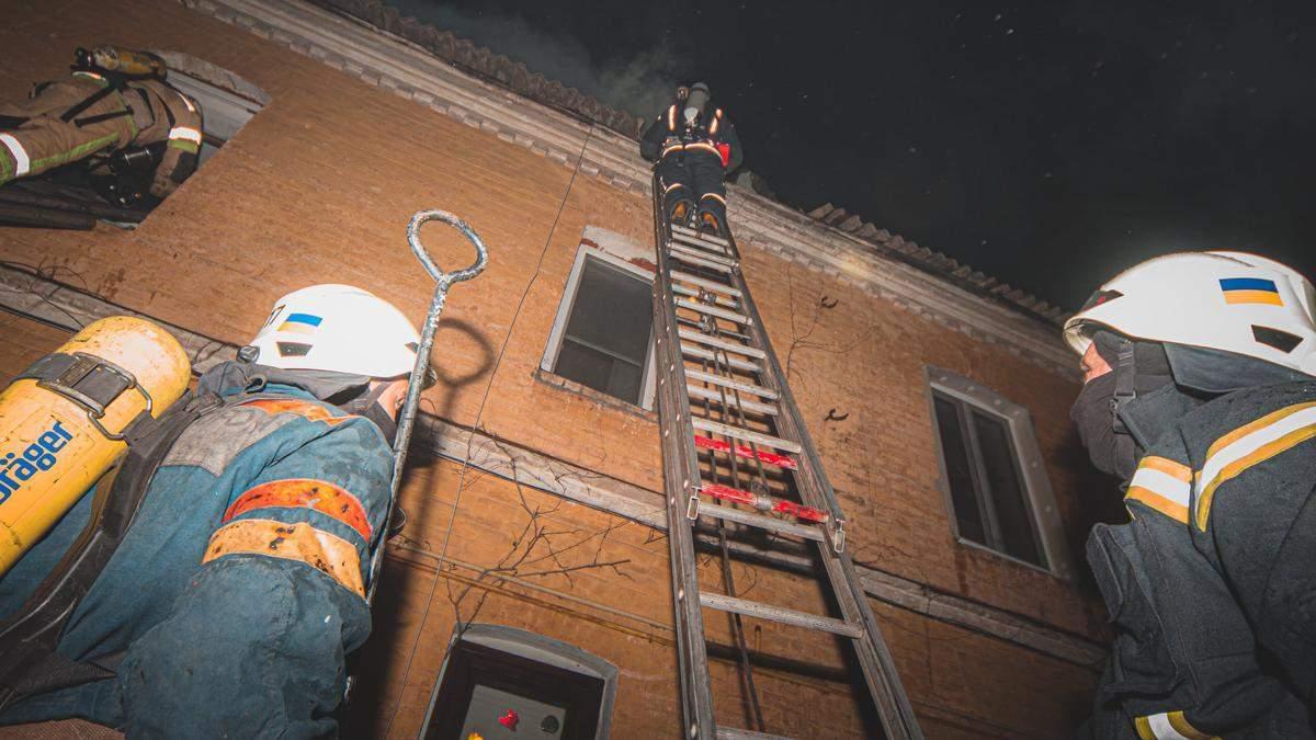 В Киеве на территории церкви УПЦ МП в пожаре сгорели люди