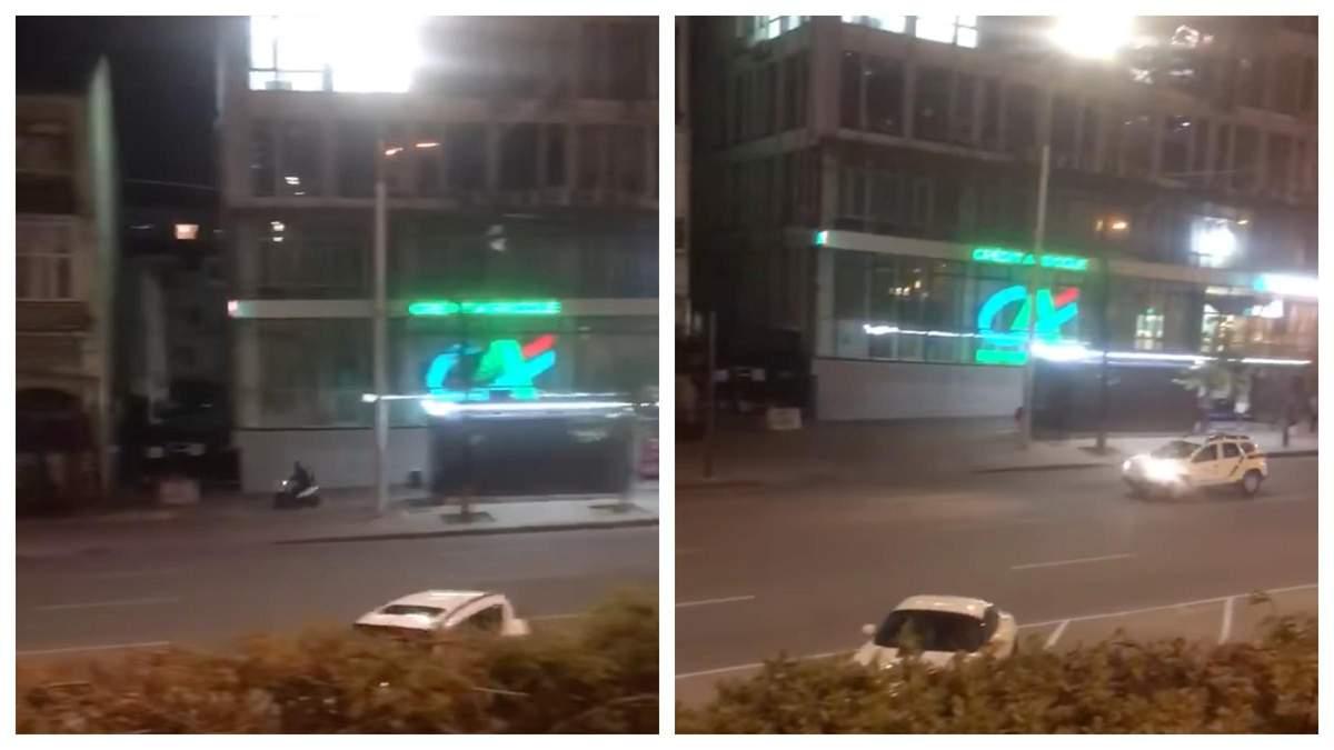 Кур'єр на мопеді влаштував нічні перегони з патрульними у Києві: відео