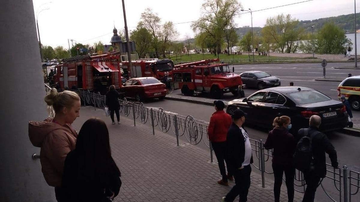 На Березняках в Киеве произошел пожар в торговом центре