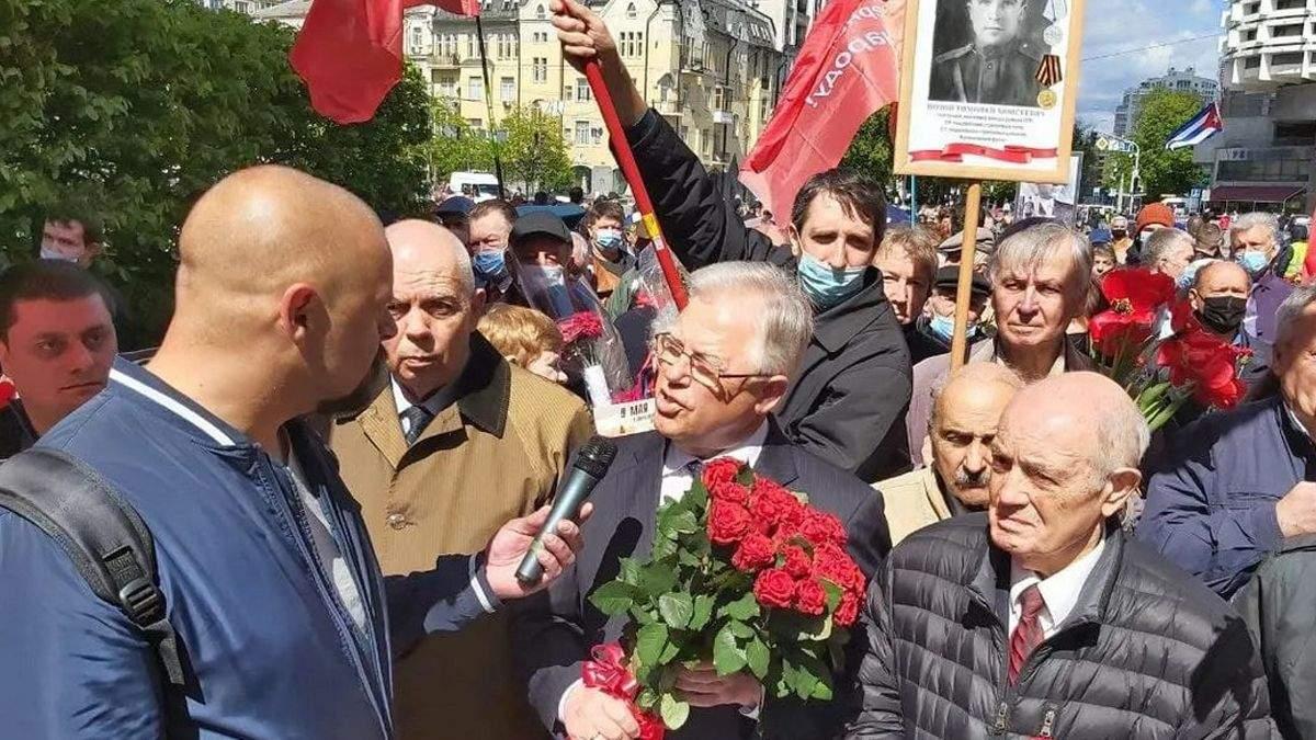 У Києві Симоненко привів людей до Вічного вогню: прославляли Сталіна