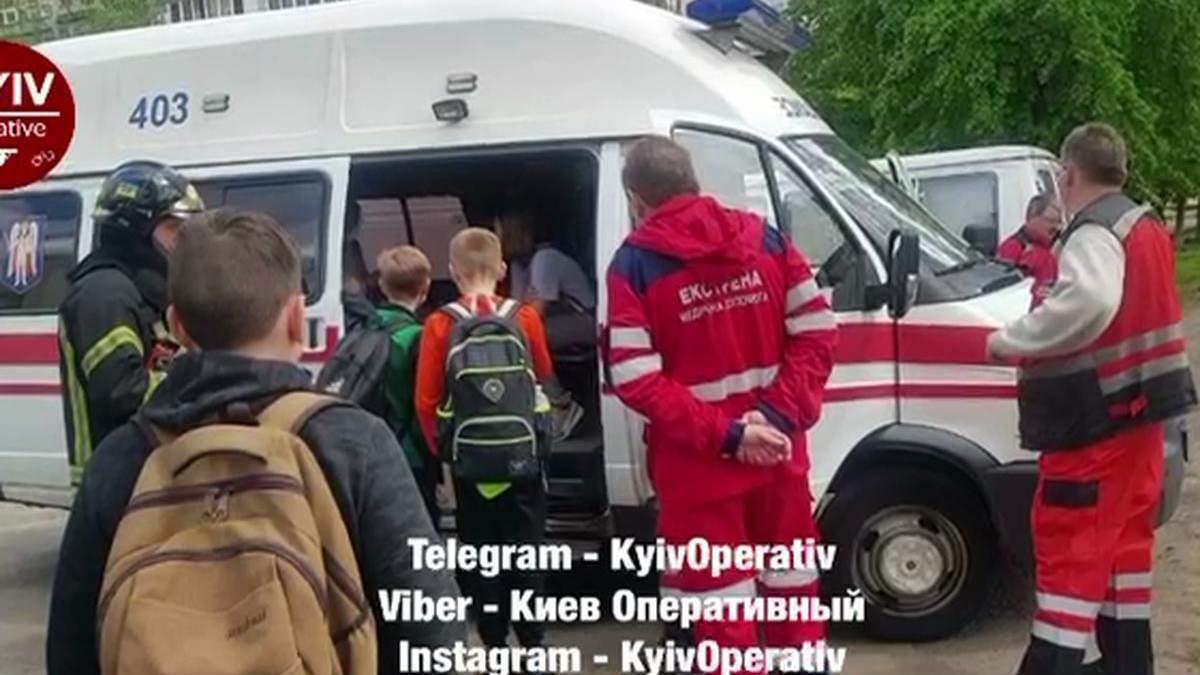 В киевской школе на Оболони произошел пожар