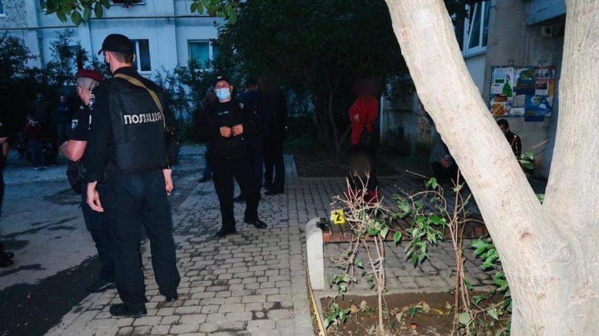 В Киеве конфликт двух компаний перерос в драку: пострадавший скончался