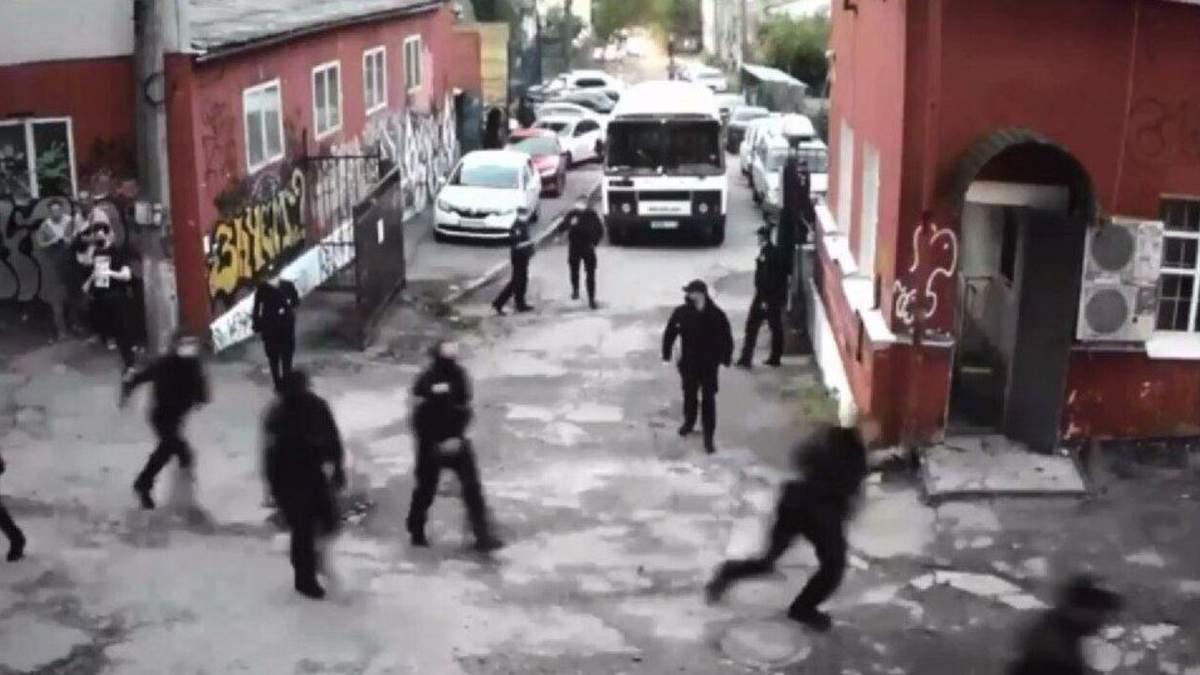 Поліція влаштувала наліт у Києві на клуби Closer і Mezzanine