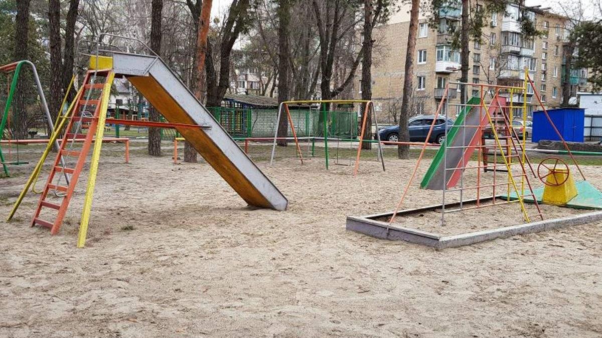 У Києві знайшли голову свині на дитячому майданчику: фото