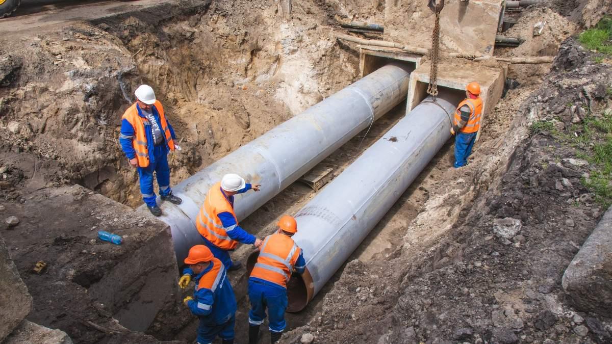 У Києві біля Ocean Plaza відновили асфальт й поміняли труби
