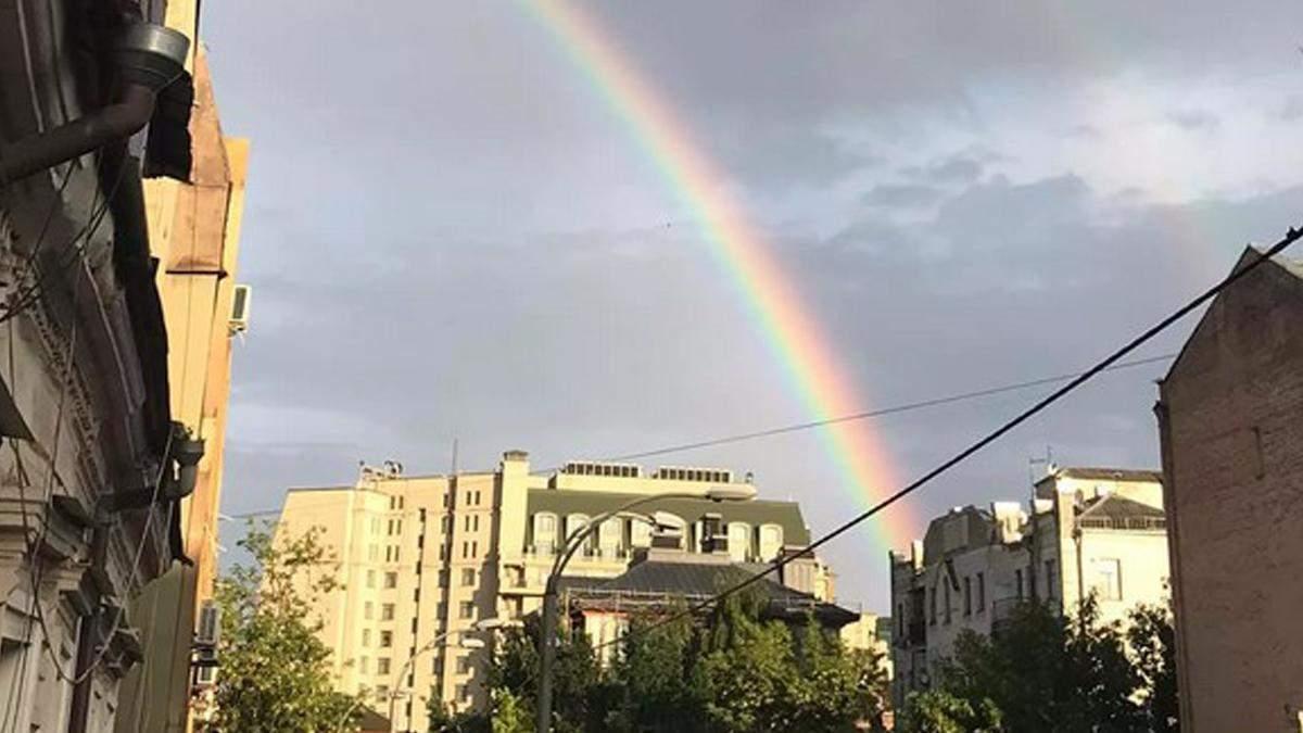 У Києві люди радіють яскравій веселці: фото