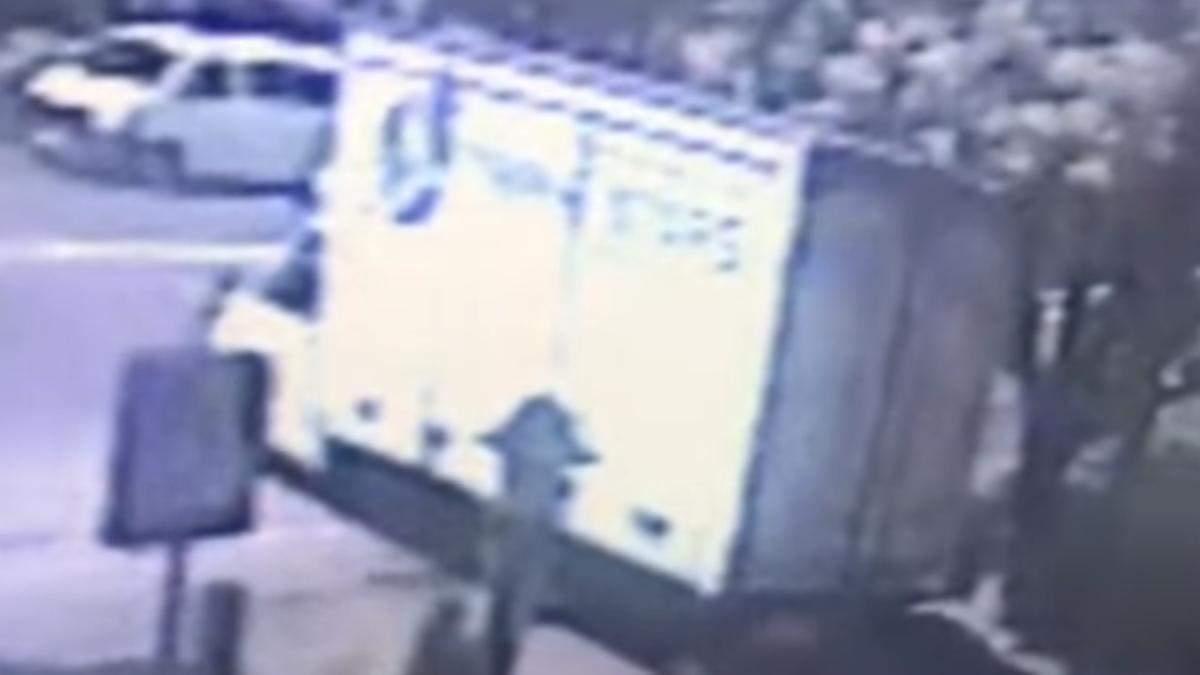 В Борисполе водитель лишенный прав водитель грузовика влетел в ТРЦ