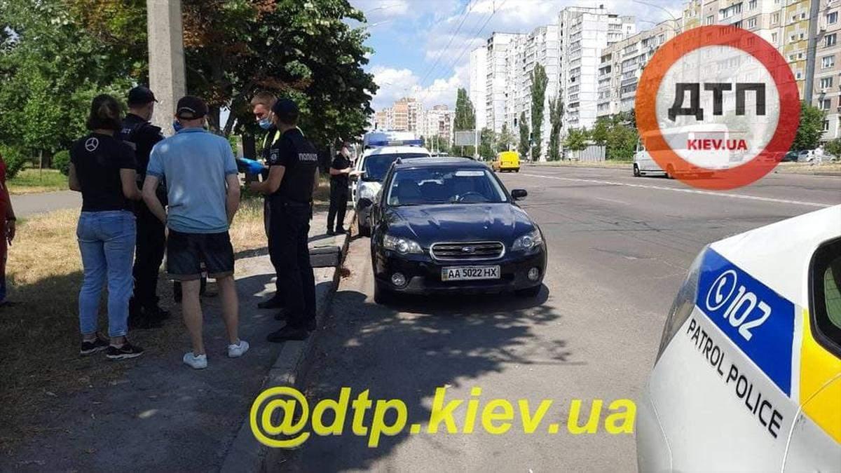 На Троещине в Киеве нашли тело женщины в припаркованном авто