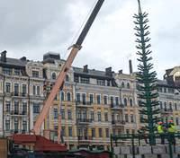 У Києві вже встановили каркас головної ялинки країни – фото
