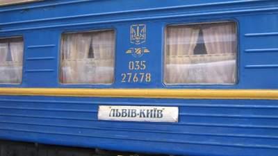 Бігали голі по вагону: з потяга Львів – Київ висадили двох дівчат