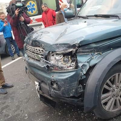 На Крещатике в Киеве внедорожник на огромной скорости сбил людей, есть погибшие: видео 18+