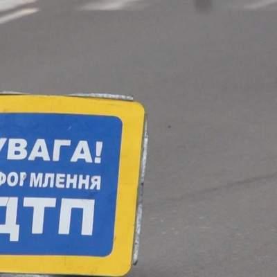 У Києві таксист врізався в легковик, бо заснув: є загибла – фото, відео