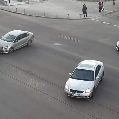 Порушили обидва: у Києві біля Кардач зіткнулися легковики – відео