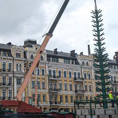 В Киеве уже установили каркас главной елки страны – фото