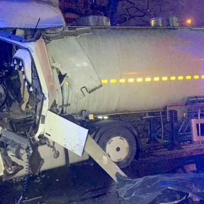 Жахлива смерть: у Києві водія вантажівки розчавило при зіткненні з тягачем – фото