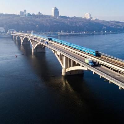 У Києві на кілька днів обмежать рух двома мостами