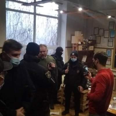 Елочные украшения для армии агрессора: На Клавдиевскую фабрику пришли полиция и СБУ