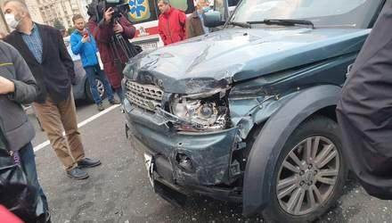 На Майдане в Киеве внедорожник на огромной скорости сбил людей, есть погибшие: видео 18+
