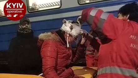 В сети показали жуткие кадры прыжка 30-летней женщины под поезд на Киевщине: видео 18+