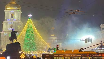 В Киеве зажгли главную елку страны: фото, видео представления