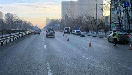Переходила дорогу не там, де треба: деталі смертельної ДТП у Києві
