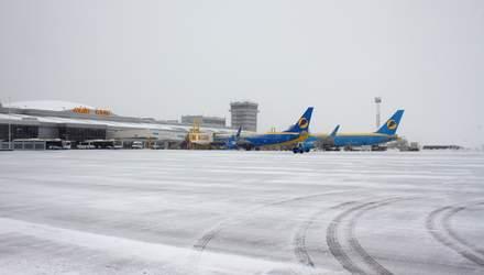 """До київського аеропорту """"Бориспіль"""" затримується приліт 8 рейсів, ще 3 скасували"""
