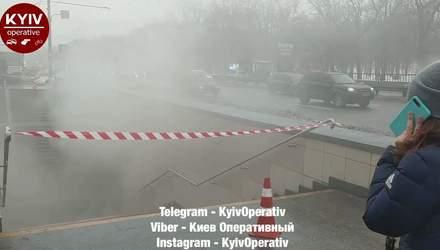 На проспекті Перемоги у Києві затопило окропом підземний перехід: відео