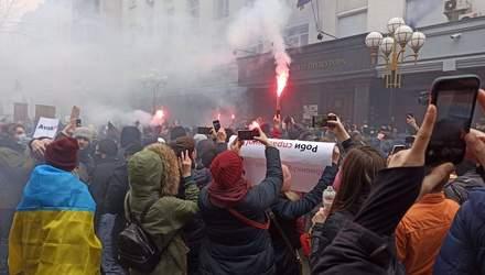 Протести за Стерненка у Києві: люди закидали Офіс генпрокурора фаєрами – фото, відео