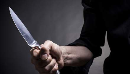 Залишилось двоє дітей: у Києві чоловік з ножовим пораненням помер прямо вдома