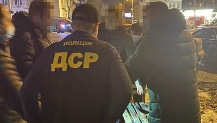 Руководители отдела Деснянской РГА в Киеве попались на взятке в 8 тысяч долларов: фото