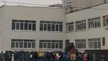 В Киеве из-за газового баллончика пришлось эвакуировать школу, уроки сорваны