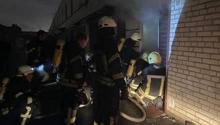 Пожежа в гаражі-сауні у Києві: поліція показала, як рятували людей – відео