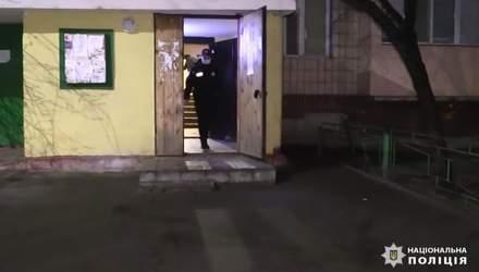 Зарезал любовника жены: в Киеве задержали 59-летнего мужчину – видео