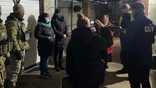 Делали закладки: в Киеве будут судить группу наркодилеров