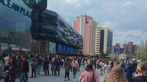 В Киеве заминировали торговые центры и станции метро