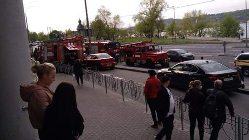 На Березняках у Києві сталася пожежа в торговельному центрі: відео