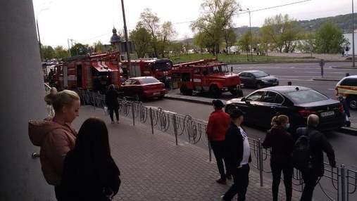 На Березняках в Киеве произошел пожар в торговом центре: видео
