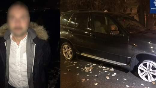 В Киеве пьяный водитель катался по ночным улицам без резины на колесах